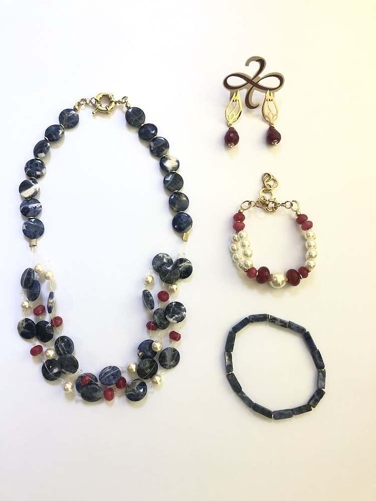 conjunto colar e pulseira de sodalita com pulseiras de perola com jade rubi